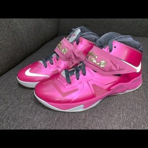 Nike Zoom LeBron Soldier VII-Think Pink